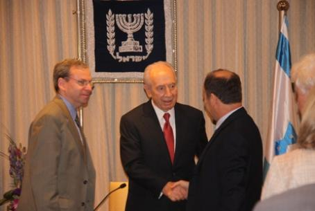 J Street meets with President Peres