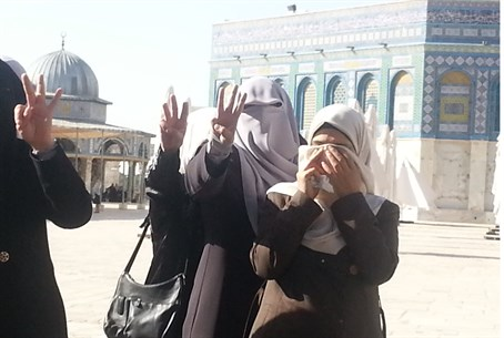 Muslim women give 3 fingers gesture mocking t