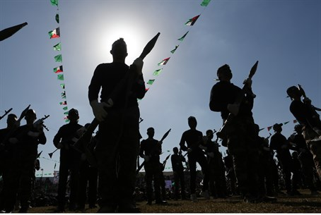 Hamas recruits graduate from Gaza training camp