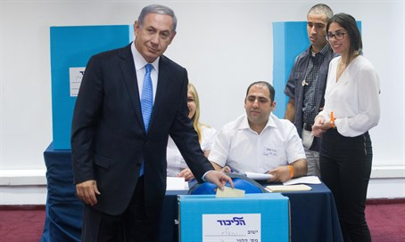 Netanyahu votes in Likud primaries (archive)