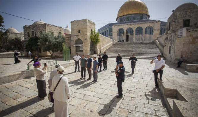 Jewish visitors on Temple Mount