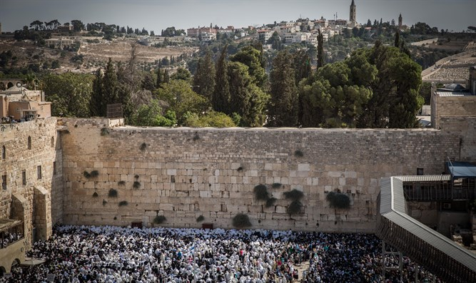 Priestly blessing at Kotel (Western Wall)