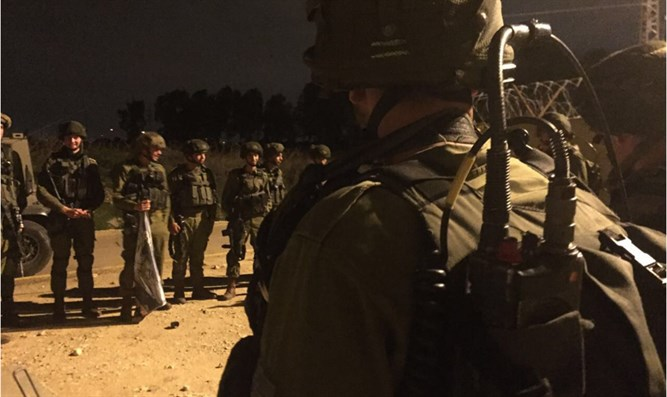 IDF soldiers on a mission at night (archive)