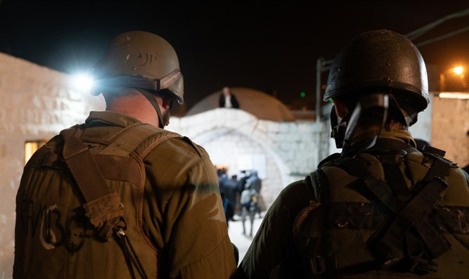 Grenades found in Joseph's Tomb as 1000 Jewish worshippers visit