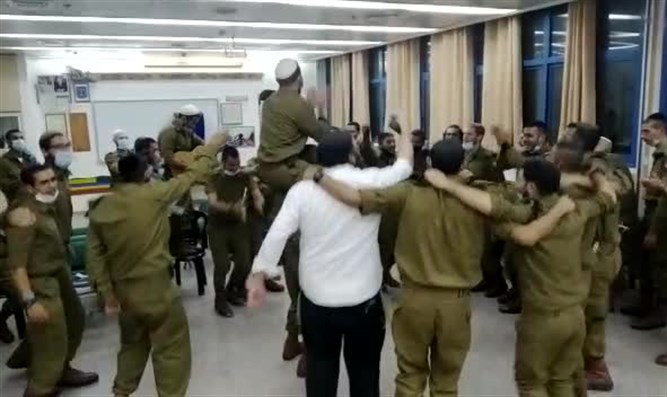 In just one hour: IDF Company completes Talmud tractate of Megilla