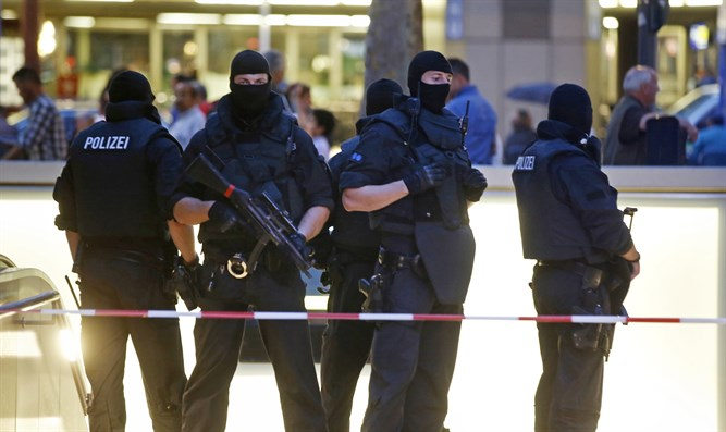 German police at scene of Munich shooting spree