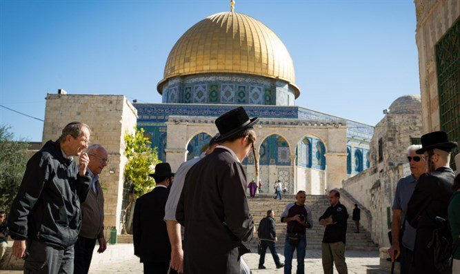 Jews visit Temple Mount